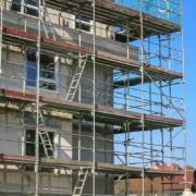 Einrüstung eines Mehrfamilienhauses - Neubau
